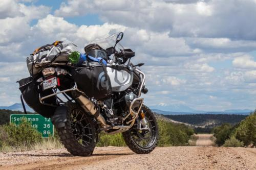bmw-r1200gs-vs-r1200gsa-carrying-gear